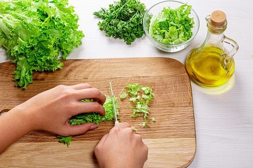فوائد واضرار زيت الخس للبشرة